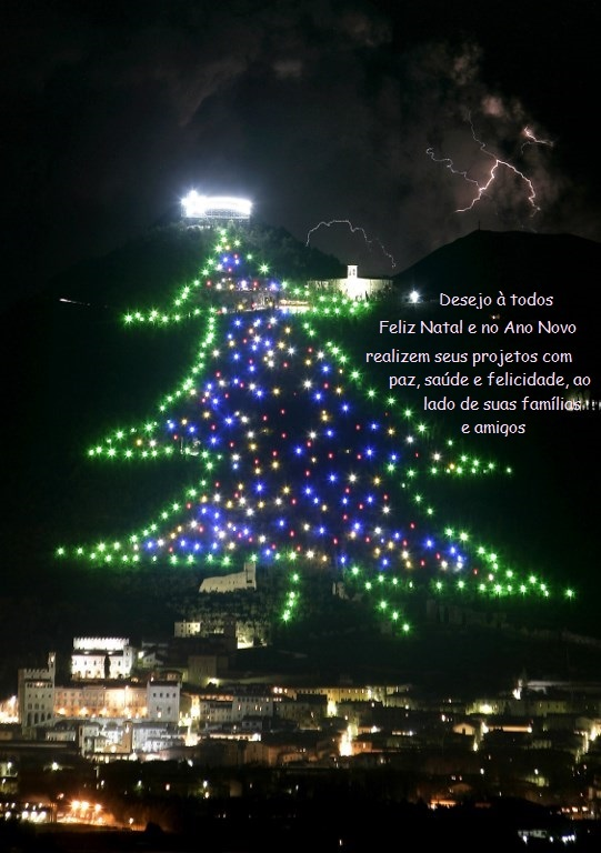 cartão de Feliz Natal de https://www.thelocal.it/20171208/worlds-largest-christmas-tree-in-gubbio-lit-up-from-space